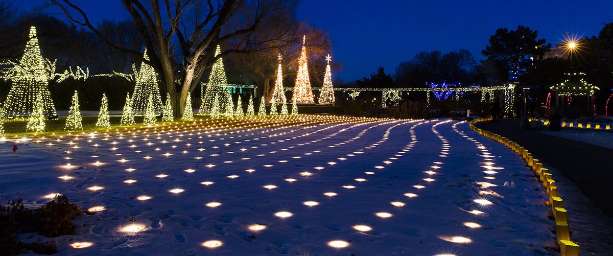 Christmas Lights In Wichita Ks.Illuminations Volunteers Botanica